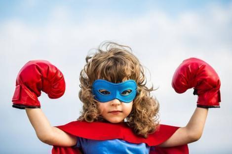 dziecko w rękawicach bokserskich