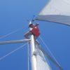wspinaczka uczestnika na jacht