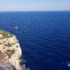 widok z klifu na morze